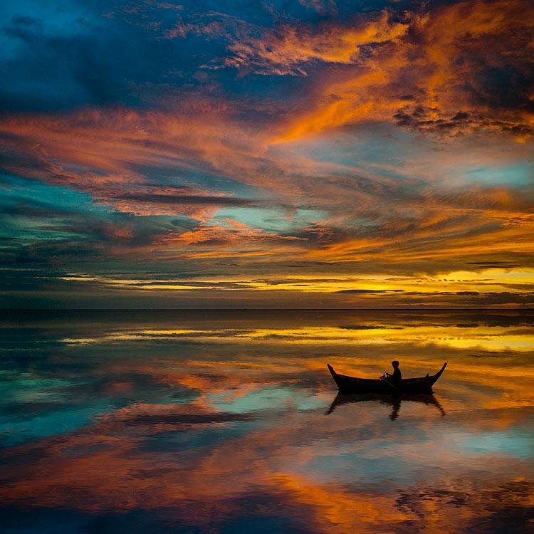 лодка плывет явление